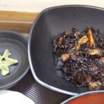 メフレ市場食堂 - ヒジキと薬味のワサビ!