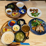 Casa Oka - お惣菜5種と 3種のランチに 揚げ物プラス