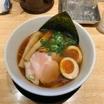 らーめん みふく - 料理写真:焼きあご醤油麺 830円(税込) + 味付き煮卵1/2 80円(税込)