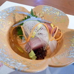 食彩夢 まほら - お刺身は、まぐろ、きんぱち、ガンド、アカイカにめかぶの煮こごり(10月ノコース)