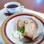 食彩夢 まほら - デザートは女将さん担当。胡桃のパウンドケーキ。(10月のコース)