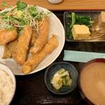 九絵 - 料理写真:ミックスフライ定食