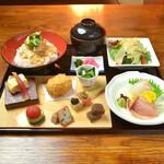 神楽坂 おいしんぼ - 季節の彩り八寸に産直鮮魚のお造りも楽しめる