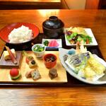 神楽坂 おいしんぼ - 揚げたての天ぷらをメインに季節の八寸料理をランチで