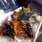 築地 海宝館 勝鬨寿し 総本店 - ご飯の方にも鯖がまざってるんですよ