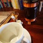 ワールドブックカフェ - 入れる前。 フレンチプレスのタイプは初めて。