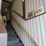 フナバカフェ - 入り口を入ると階段を上ります