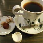 珈舎 - ブレンドコーヒー ¥480 ※ピスタチオ・生チョコ等付き