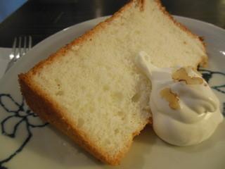 珈舎 - ママ玲子さんの手作り「白いシフォンケーキ」¥270