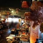 ワールドブックカフェ - 内部。 結構賑わっておりました。