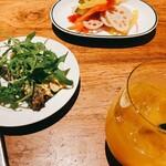 大衆イタリア食堂 アレグロ - タリアータ(オムレツ)、自家製オイルサーディン、ピクルス