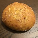 152093866 - お豆とレンコンのカレーパン