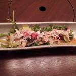 ざくろ 室町店 - たらばガニと23品目野菜サラダ(アニバーサリーコース)