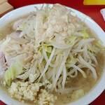 ラーメン二郎 - 小の麺半分 上空から