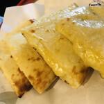 インド料理夢タージマハール吉祥寺 - とろとろチーズナン
