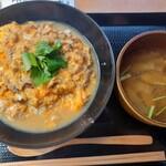 炭焼TOKI - 親子丼と具だくさんみそ汁