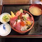 市場食堂 - 市場ちらし丼  1,220円(税込)