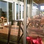 シーサイドリストランテ - 店内から見たテラス席