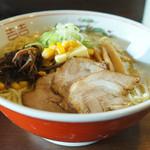 旭川ラーメン 魚心 - 料理写真:函館塩ラーメン + コーンバター + 大盛