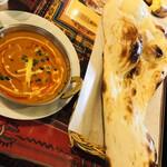 インド料理夢タージマハール吉祥寺 - シーフードカレーとナン