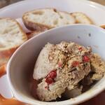 ボッチデビッラ - 鶏レバーとフォアグラのペースト