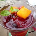 ラ・カンツォーネ - ローソンのフルーツアイスティーみたいのの豪華版て感じ。フルーツみっちり