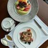 ザ・ペニンシュラ東京 - 料理写真:* シグネチャー フレンチトースト 2,530円 - ベリー - ミックスナッツ - ダブルクリーム - メープルシロップ * 季節のフルーツプレート 3,162円