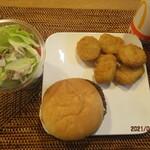 マクドナルド - 料理写真:エッグチーズバーガー、チキンマックナゲットハッピーセット