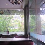 喫茶室ルノアール - 開放感のある明るい店内