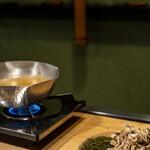 うを徳 - 2021.5 蓴菜鍋(出汁は鶏肉、鰹節、昆布、具材は蓴菜、舞茸、芹、明石の鯛)