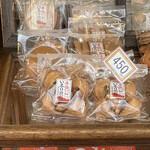 宝玉堂 - 料理写真:鈴せんべい 450円