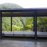 日本料理 箱根 華暦 - 日本料理 華暦に向かう途中の通路