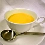リストランテ アウラ - ランチでお出ししているスープです、季節ごとに変わります。