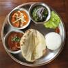 shiva curry wara - 料理写真:手前から①ケララシーフード②バターチキン③ハリヤリベジタブルの3種盛りに、チーズクルチャのセット。