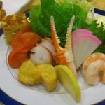 大手先 - 海鮮サラダ1