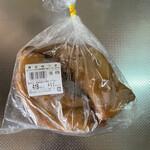 トラヤミートセンター - 料理写真:計り売りです、冷ケースの上には目安の量りがありますが豚足一つ200g〜位。