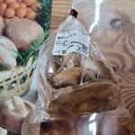 横瀬農産物直売所 アグリマルシェよこぜ - 料理写真:椎茸(194円)