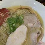 自家製麺 竜葵 - チャーシューもスープとマッチングしててかなり旨い
