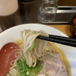 自家製麺 竜葵 - 麺はやや低加水の固め。好きな人にはハマるだろう… 当たり前か!