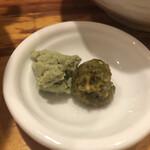 真鯛らーめん 麺魚 - 頼んだらもらえる薬味 柚子胡椒とわさび