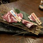 山小屋酒場 ケモノ - 広島産 外国産 生ラム食べ比べセット