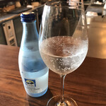 日本酒バル のまえ - 炭酸水660円。フリーのお水でも嫌な顔はされませんでしたよ♩