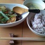 cafe nagisa - メインです。雑穀入りでヘルシー。