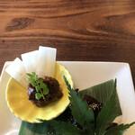 日本酒バル のまえ - 半分おまかせ3850円。京都ポークの豚味噌、山葵と若芽の佃煮。お酒のあて、ご飯の友です(^。^)