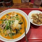 バンコク屋台 カオサン - タイスキ麺にミニガパオ(270円)を追加