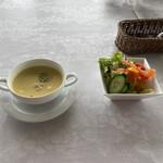 ぶどうの丘 展望ワインレストラン - 料理写真:ハンバーグの前菜 サラダとスープ