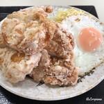食堂 田舎家 - 鶏の唐揚げに目玉焼にサラスパ