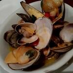 OSTERIA il FUOCO - 貧血気味の方々にも貝の栄養を⭐️❤️北海道のしろ貝、ホンビノス貝、あさりがたっぷり❣️スープに貝の出しが出てめっちゃ美味しい❣️