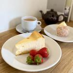 152218471 - ベイクドチーズケーキ、カスタードドーナツ、キャンベルズティー♡