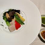 翆陽 - 蒸し野菜 2種のソース バジルソースが美味!